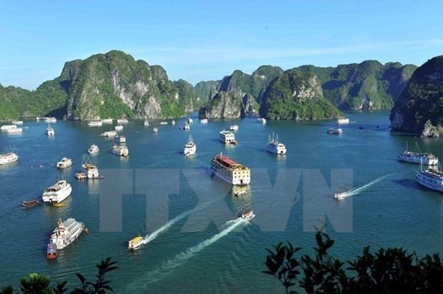 Plus de 6.200 touristes a Ha Long hinh anh 1