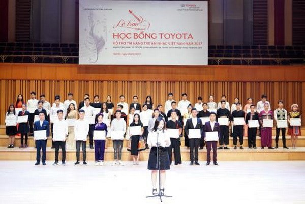 Des jeunes talents musicaux vietnamiens obtiennent des bourses d'etudes Toyota hinh anh 1