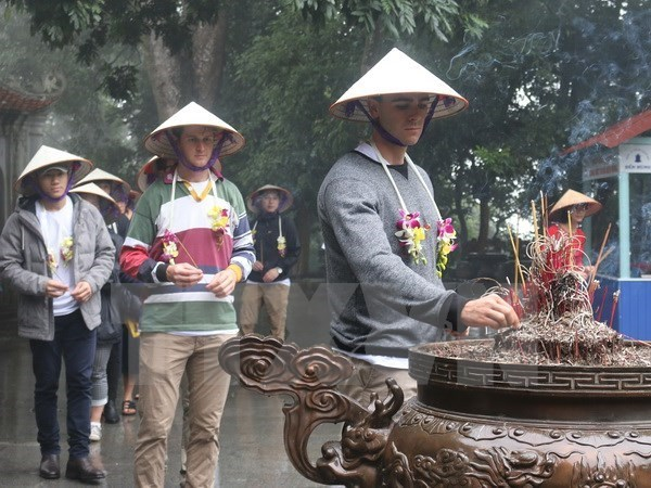 De premiers touristes etrangers de 2018 visitent Phu Tho hinh anh 1