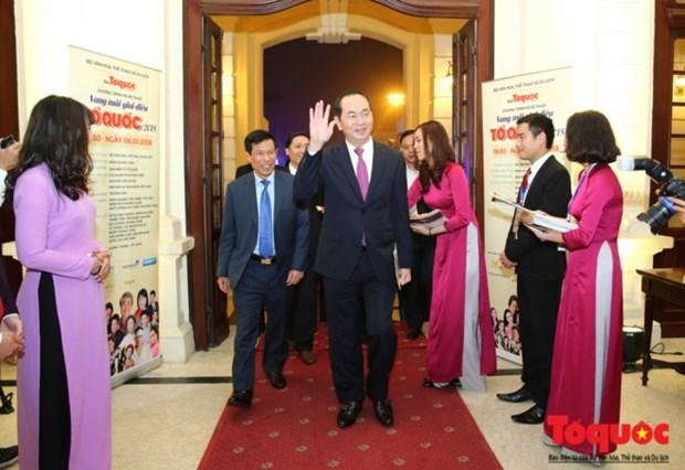 Programme artistique « Des melodies sur la Patrie retentissantes » a Hanoi hinh anh 2