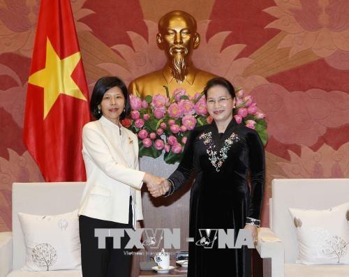 La presidente de l'AN recoit Mme l'ambassadeur du Canada au Vietnam hinh anh 1