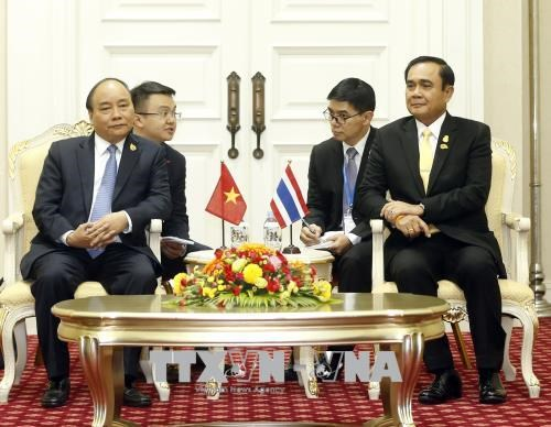 Le PM Nguyen Xuan Phuc rencontre son homologue thailandais hinh anh 1