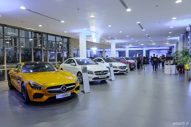 2018 : apre concurrence dans le segment des automobiles de luxe hinh anh 2