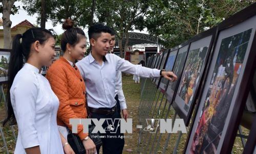 Exposition sur les patrimoines culturels de la Communaute de l'ASEAN a Kon Tum hinh anh 1