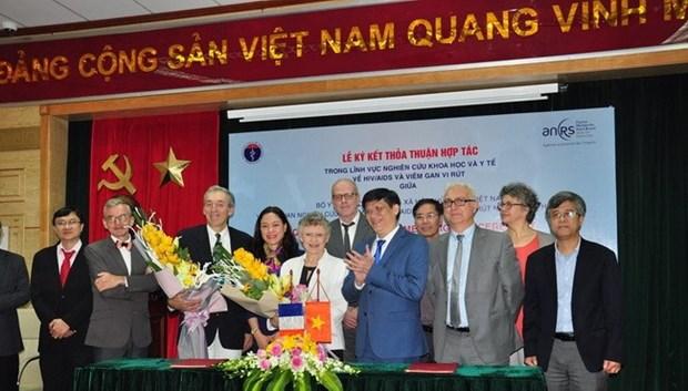 Vietnam – France : signature d'un protocole d'accord dans la recherche scientifique sur le VIH hinh anh 1