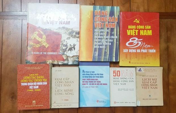 De nombreux documents sur l'histoire du PCV lors d'une foire aux livres anciens a Hanoi hinh anh 1