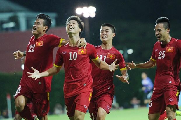 Le PM Nguyen Xuan Phuc felicite le Onze vietnamien hinh anh 1