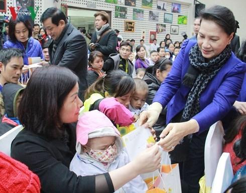 Les visites de dirigeants se multiplient a l'occasion du Tet traditionnel hinh anh 1