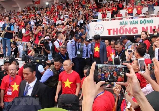 Football : les joueurs de la selection U23 rencontrent les supporters du Sud hinh anh 1