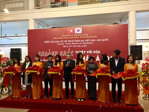 Ouverture d'une exposition de calligraphies a Hanoi hinh anh 1