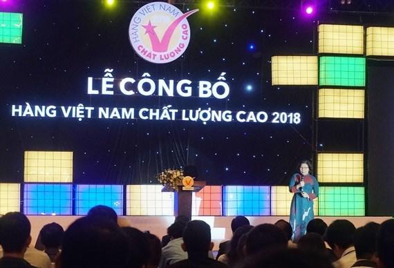 """640 entreprises recoivent le label """"Produits vietnamiens de haute qualite"""" hinh anh 1"""