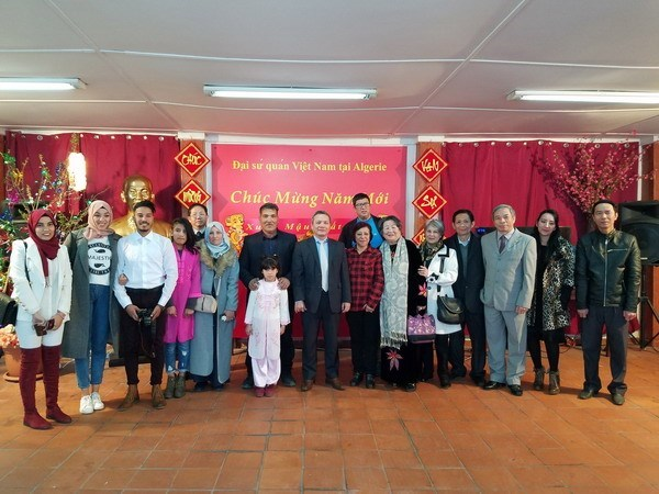 La communaute des Vietnamiens en Algerie fete le Tet traditionnel hinh anh 1