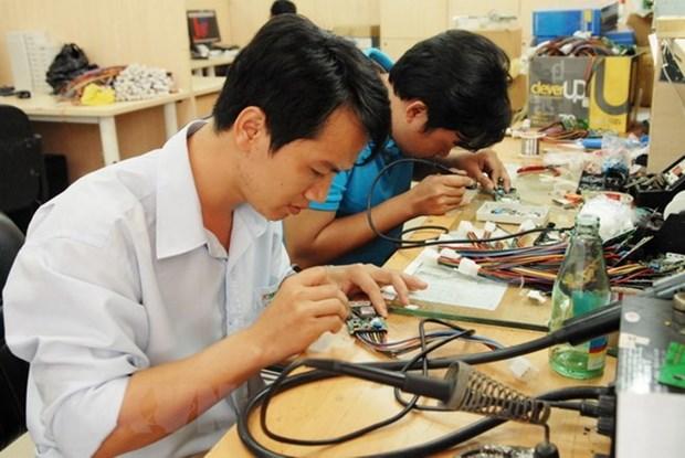 Cloture d'une formation en technologie micro-electromecanique hinh anh 1