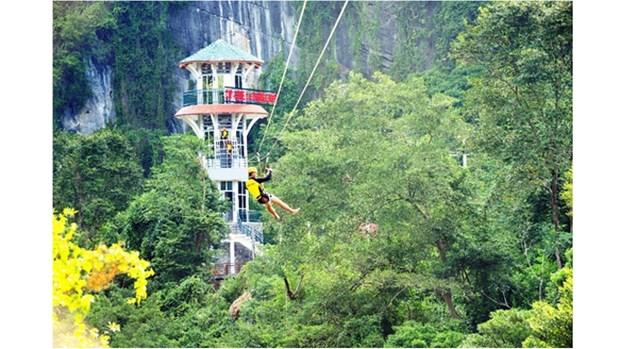 Quang Binh tente de construire la plus longue tyrolienne du monde hinh anh 1