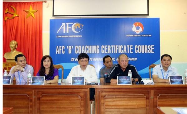 L'AFC organise neuf cours de formation a l'intention des entraineurs vietnamiens en 2018 hinh anh 1