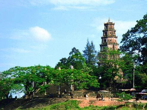 Le tourisme dans les lieux de culte, un potentiel a exploiter a Hue hinh anh 1