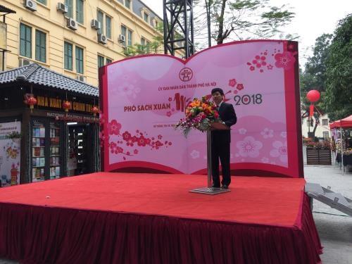Ouverture d'une rue des livres du Tet du Chien a Hanoi hinh anh 1