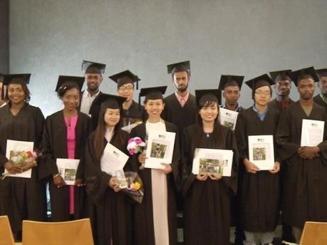 Remise de diplomes de master a cinq Vietnamiens en Israel hinh anh 1