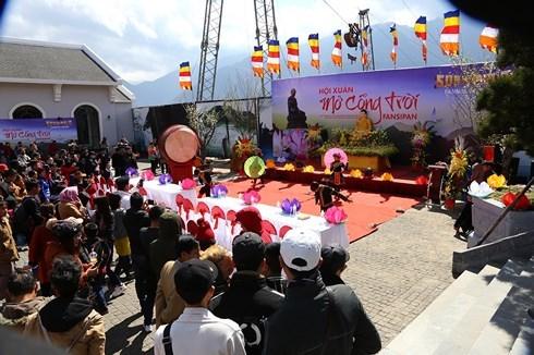 Des dizaines de milliers de visiteurs au festival de l'ouverture de la porte du Ciel du Fansipan hinh anh 1