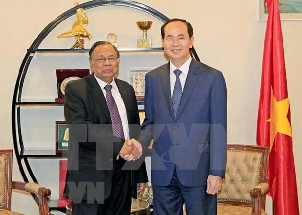 Le president Tran Dai Quang rencontre des Vietnamiens au Bangladesh hinh anh 2
