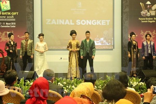 L'Indonesie fait la promotion des produits en batik hinh anh 1