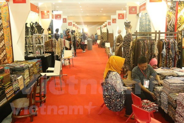 L'Indonesie fait la promotion des produits en batik hinh anh 2