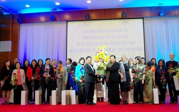 Des ambassadrices et deputees en tournee de travail a Hoa Binh hinh anh 1