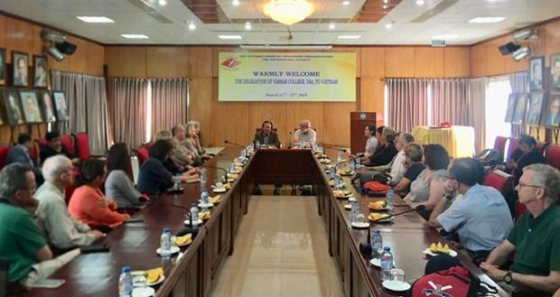 Une delegation de l'Universite americaine de Vassar au Vietnam hinh anh 1
