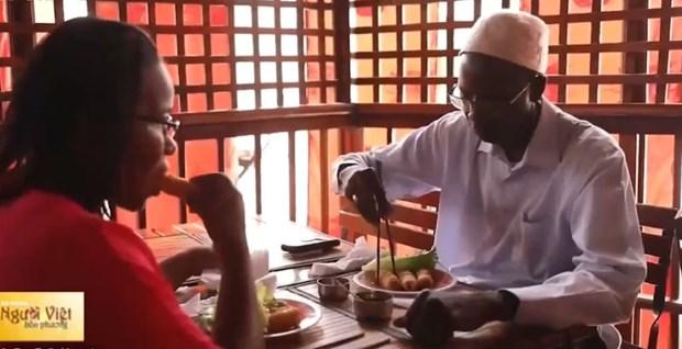 Le «nem», symbole de la cuisine et de la culture vietnamiennes au Senegal hinh anh 1