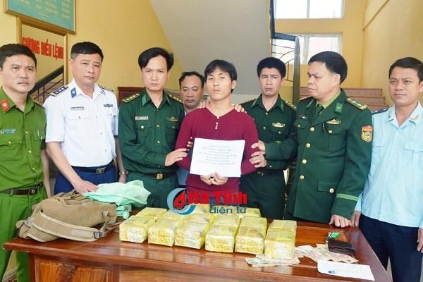 Un Laotien arrete pour trafic de drogue dans la province de Ha Tinh hinh anh 1