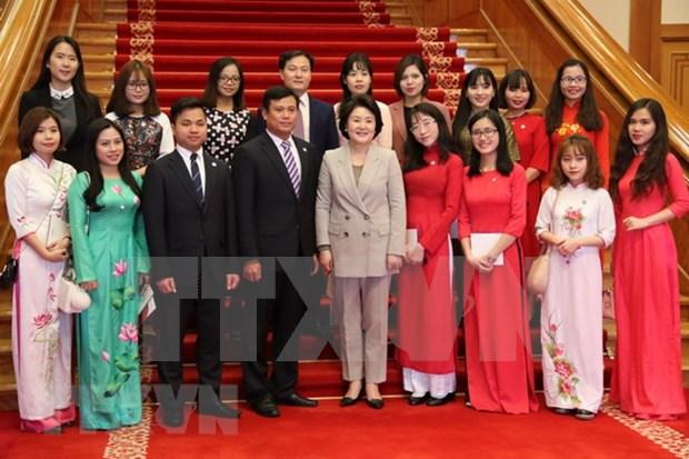 L'epouse du president sud-coreen rencontre des etudiants vietnamiens hinh anh 1