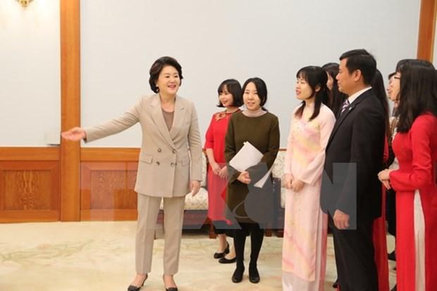 L'epouse du president sud-coreen rencontre des etudiants vietnamiens hinh anh 2