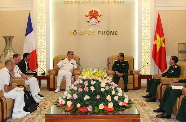 Defense : le Vietnam renforce la cooperation avec la France et la Russie hinh anh 1