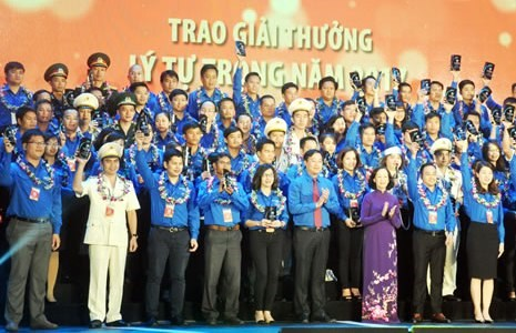 Le prix Ly Tu Trong 2018 attribue a 87 jeunes exemplaires hinh anh 1