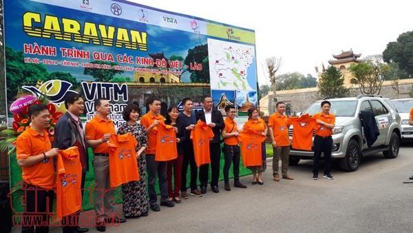 Lancement d'un circuit-caravane traversant sept localites vietnamiennes et laotiennes hinh anh 1