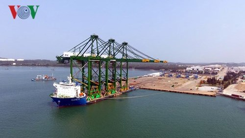 Le Vietnam exporte des portiques sur rail pour charges lourdes en Inde hinh anh 1