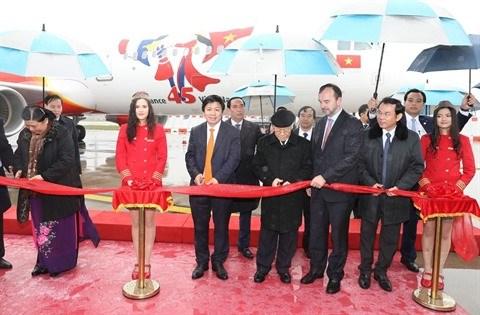 Vietjet Air conclut des accords avec des partenaires francais hinh anh 1