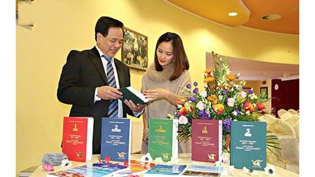 Presentation du 5e volume du dictionnaire tcheque-vietnamien a Prague hinh anh 1