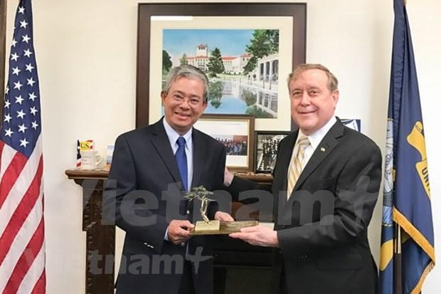 L'ambassadeur vietnamien aux Etats-Unis visite l'US Naval Postgraduate School hinh anh 1