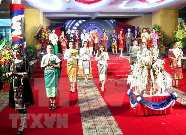 Des etudiants laotiens a Thua Thien-Hue celebrent la fete Bunpimay hinh anh 1