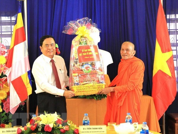 Voeux a destination de la population khmere a l'occasion du Tet Chol Chnam Thmay hinh anh 1