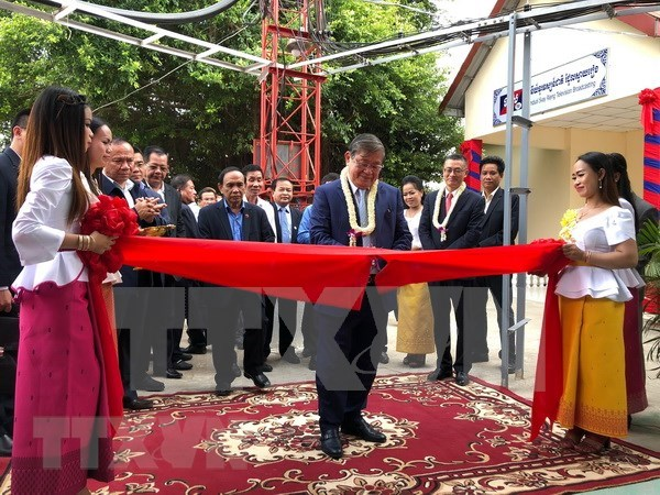 Inauguration d'une station de television construite au Cambodge avec l'aide du Vietnam hinh anh 1