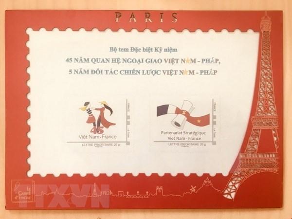 Emission d'une collection philatelique pour celebrer les 45 ans des relations Vietnam-France hinh anh 1