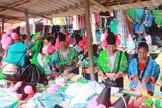 Les cultures des ethnies minoritaires de la province de Son La presentees a Hanoi hinh anh 1