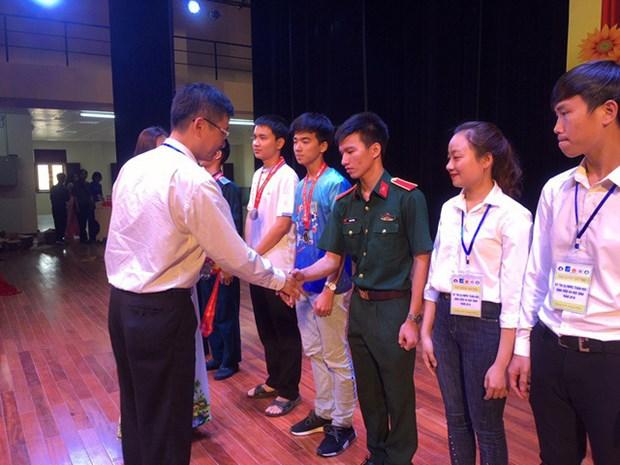 Remise des prix des Olympiades nationales de mathematiques pour les eleves et etudiants hinh anh 1