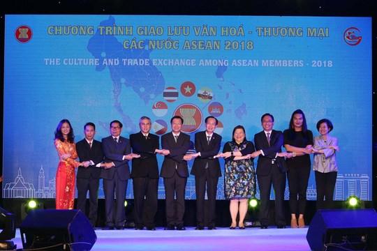 Ouverture du programme d'echanges culturels et commerciaux de l'ASEAN 2018 hinh anh 1