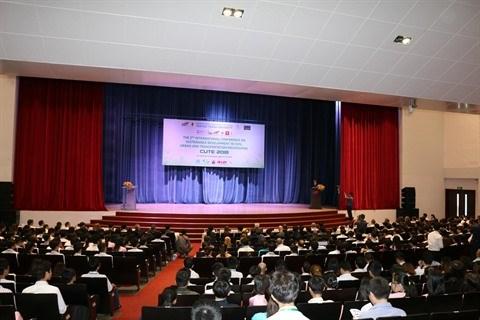 Conference sur l'application du developpement durable aux techniques de construction hinh anh 1