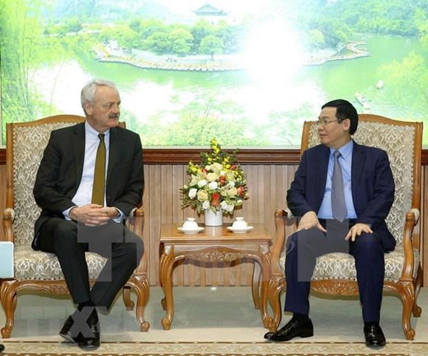 Le vice-PM Vuong Dinh Hue recoit le president du groupe allemand TalanxAG hinh anh 1