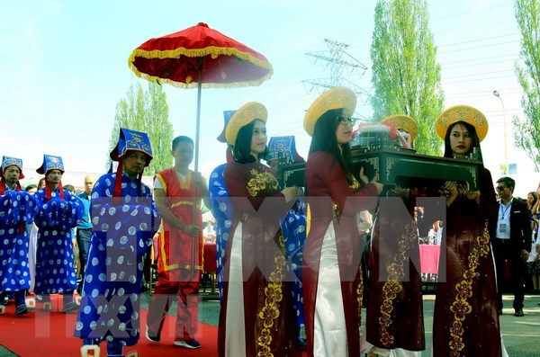 Des Vietnamiens en Republique tcheque celebrent la fete des rois fondateurs Hung hinh anh 1