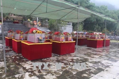 Thanh Hoa : inhumation de restes de 23 volontaires tombes au Laos hinh anh 1